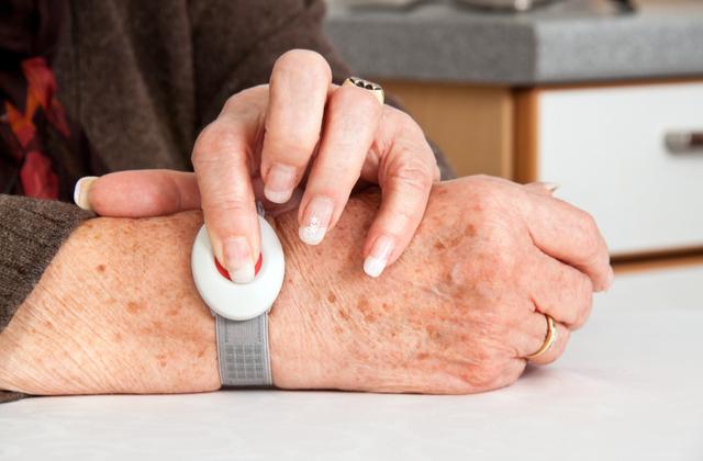 Top 3 Philips Lifeline Medical Alert Systems